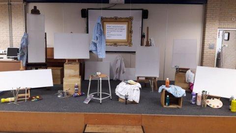 project de kunstweken aangekleed podium.jpg